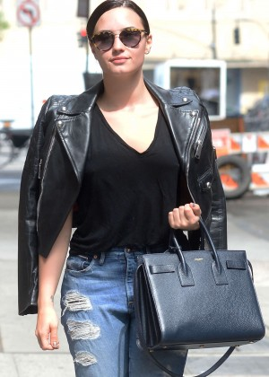 Demi Lovato - Arriving to a photo studio in Manhattan