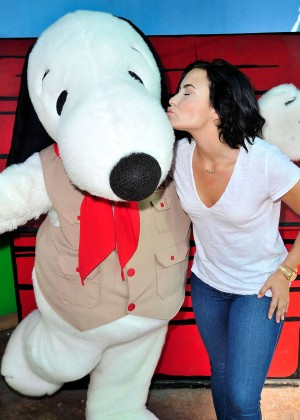 Demi Lovato - Celebrates her birthday in Buena Park