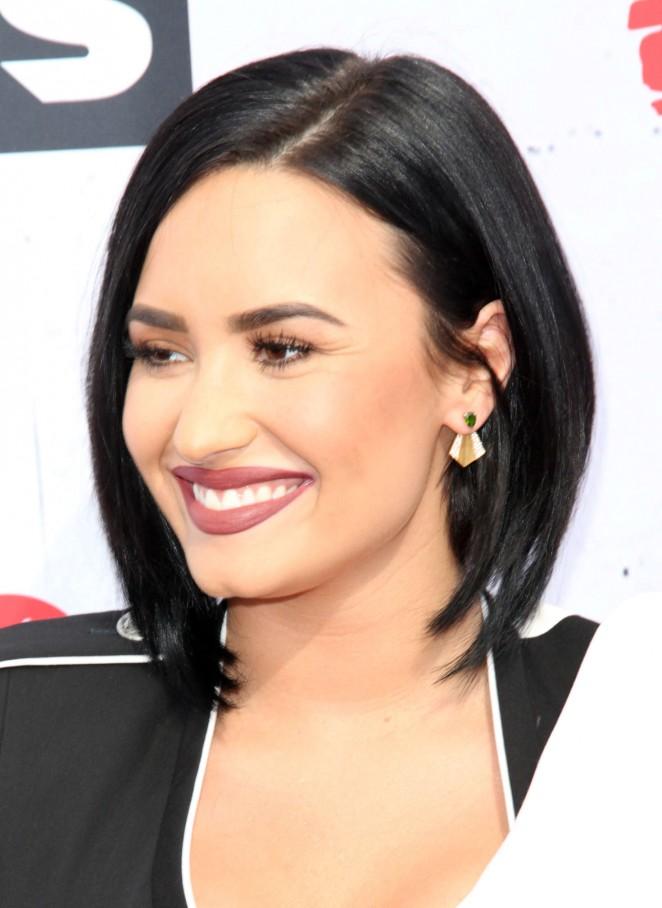 Demi Lovato: iHeartRadio Music Awards 2016 -10