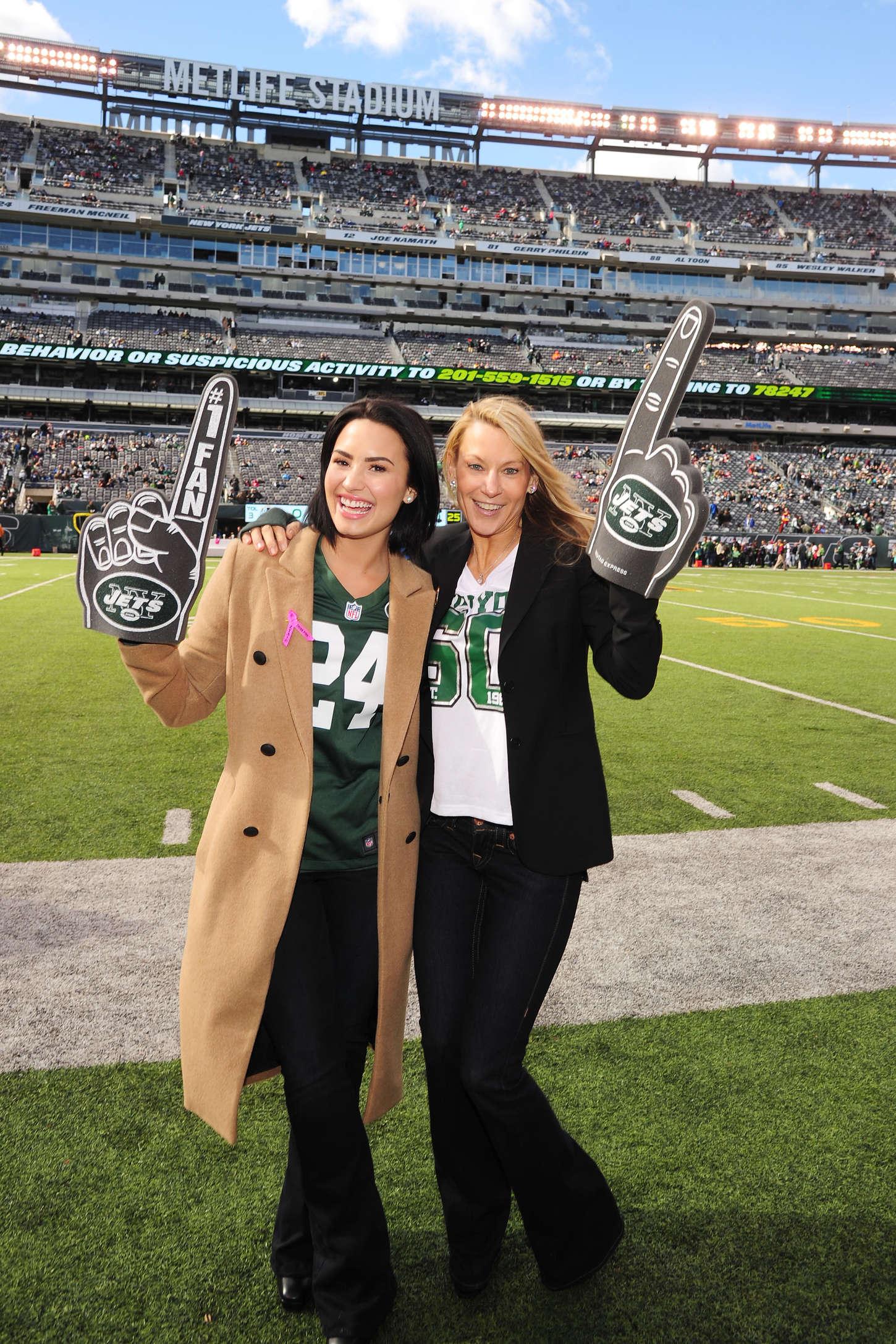 f3cc9af781d Demi Lovato: Jets vs Washington Redskins Game -04 | GotCeleb