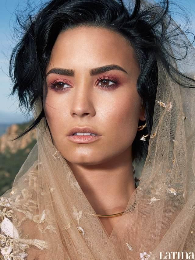 Demi-Lovato:-Latina-Magazine-2016--09.jp