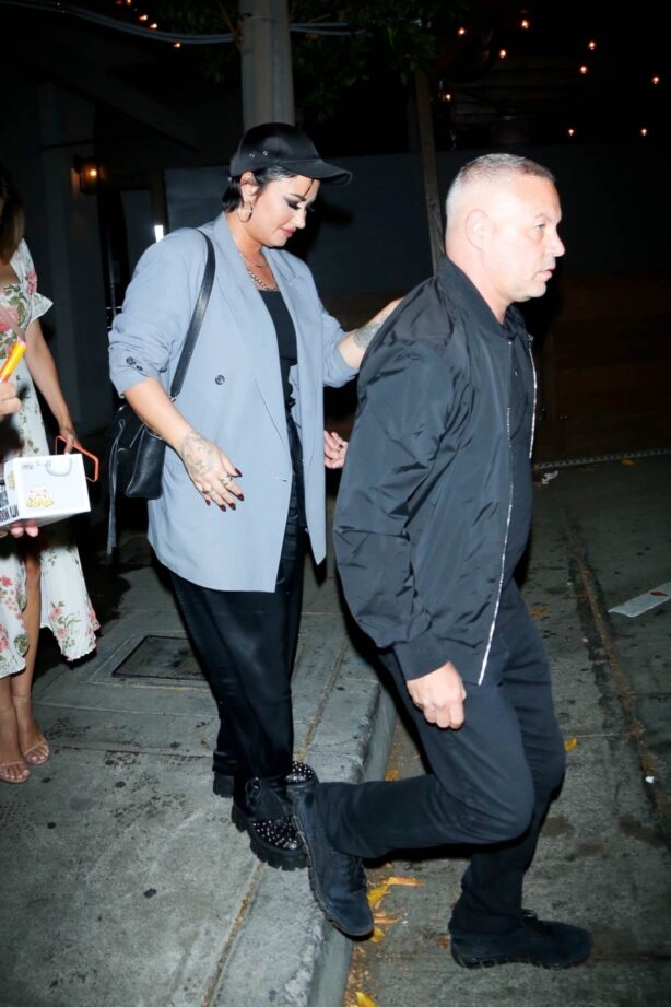 Demi Lovato - Leave dinner at Craig's in West Hollywood