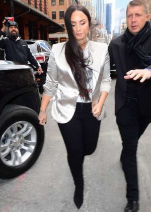 Demi Lovato - Leaves her hotel in NYC