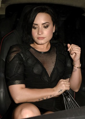 Demi Lovato - Leaves The Ivy Restaurant in Los Angeles