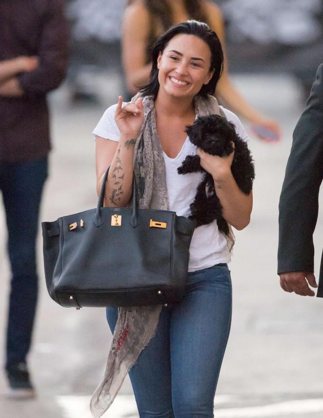 Demi Lovato – Leaving ABC Studios in California