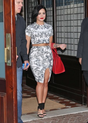 Demi Lovato - Leaving her Hotel in NYC