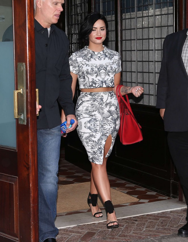 Demi Lovato: Leaving her NY Hotel -10