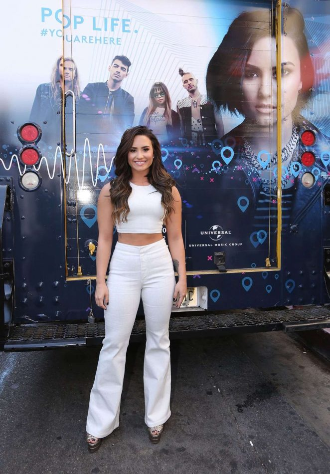 Demi Lovato - Marriott Rewards Event on Hollywood Walk Of Fame in LA