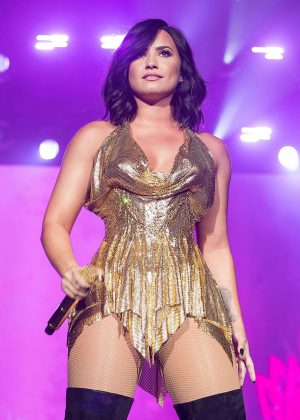 Demi Lovato - Performing at BeautyKind Unites Concert for Causes in Arlington