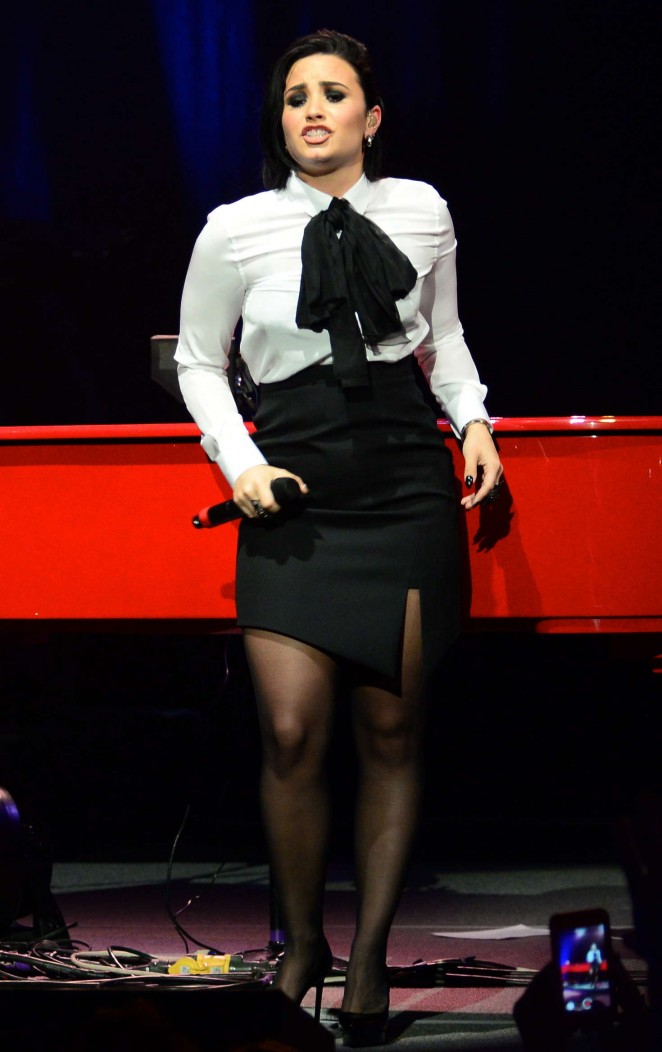 Demi Lovato - Performing with Elton John at the Wiltern in Los Angeles