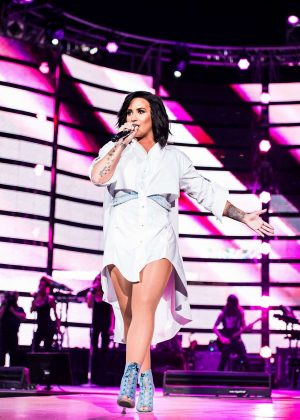Demi Lovato - Performs at Houston Livestock Show and Rodeo in Texas