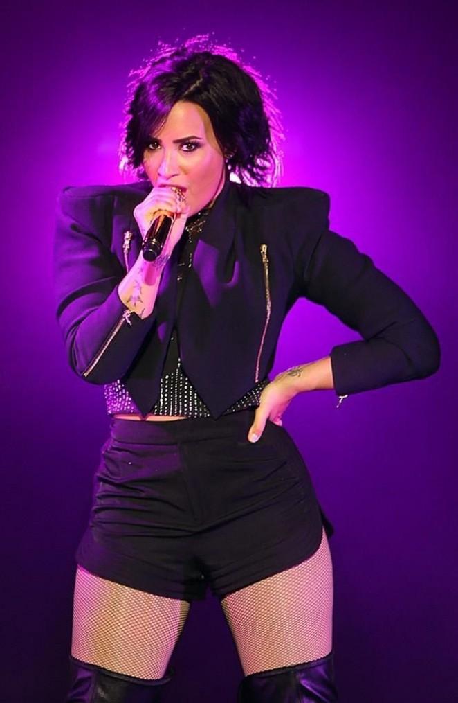 Demi Lovato – Performs at the Crowne Theatre in Perth
