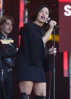 Demi Lovato - Performs on Jimmy Kimmel Live in Los Angeles