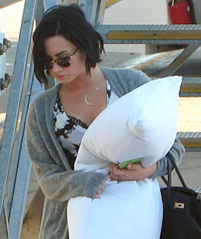 Demi Lovato – Perth Domestic Airport in Perth