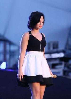 Demi Lovato: Rehearsing for YAN Beatfest -02