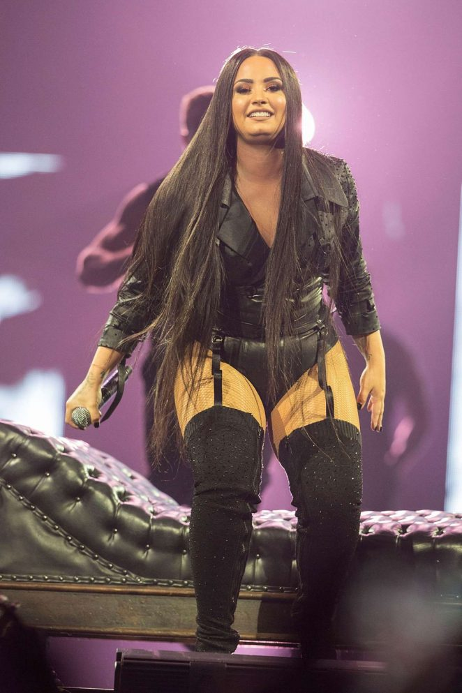 Demi Lovato Tell Me You Love Me Tour Pictures Daedalusdrones Com