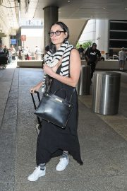 Demi Moore - Arrives at LAX International Airport in LA