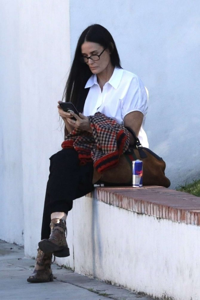 Demi Moore: Out in Los Angeles -01