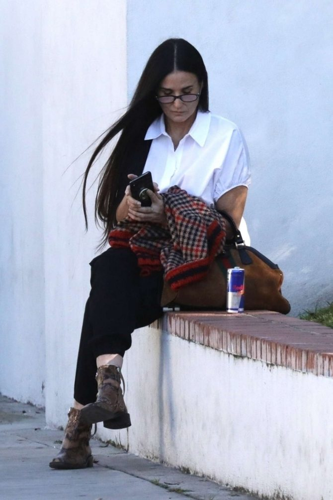 Demi Moore: Out in Los Angeles -02