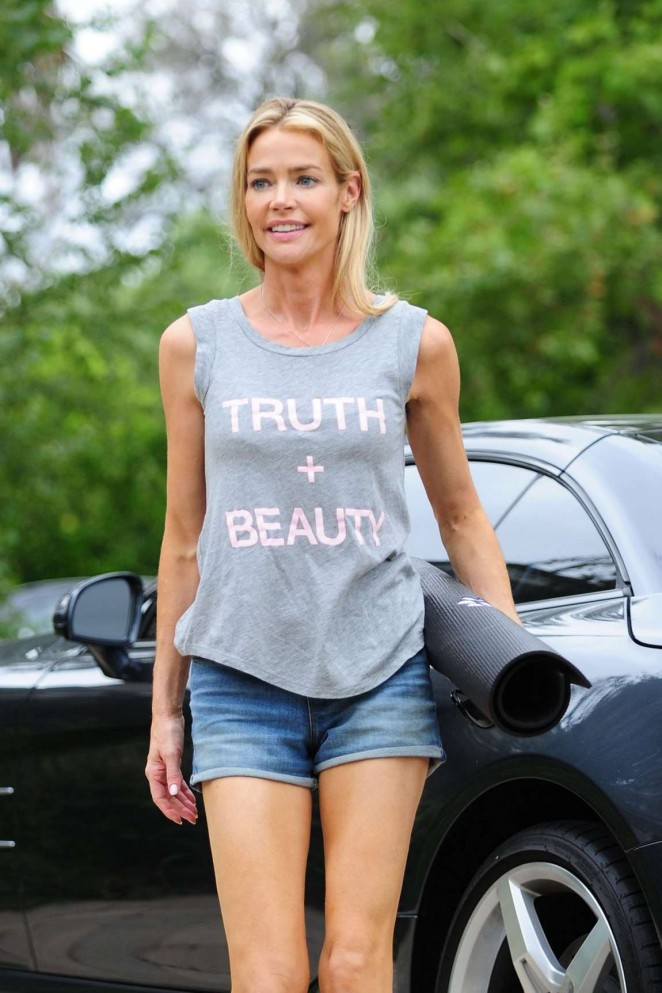 Denise Richardsin Jeans Shorts Arriving at a Yoga Studio in LA