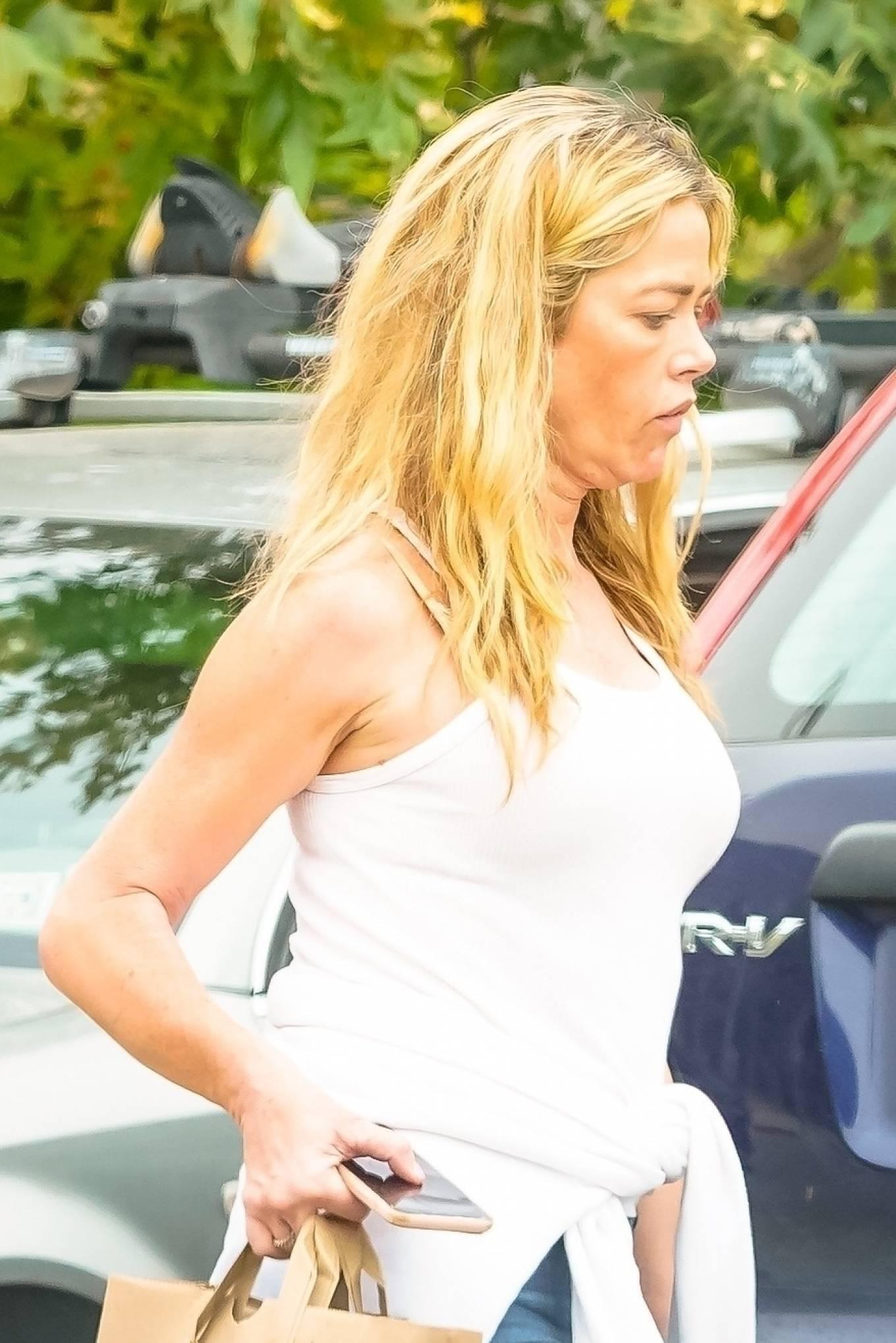 Denise Richards - Goes grocery shopping in Malibu