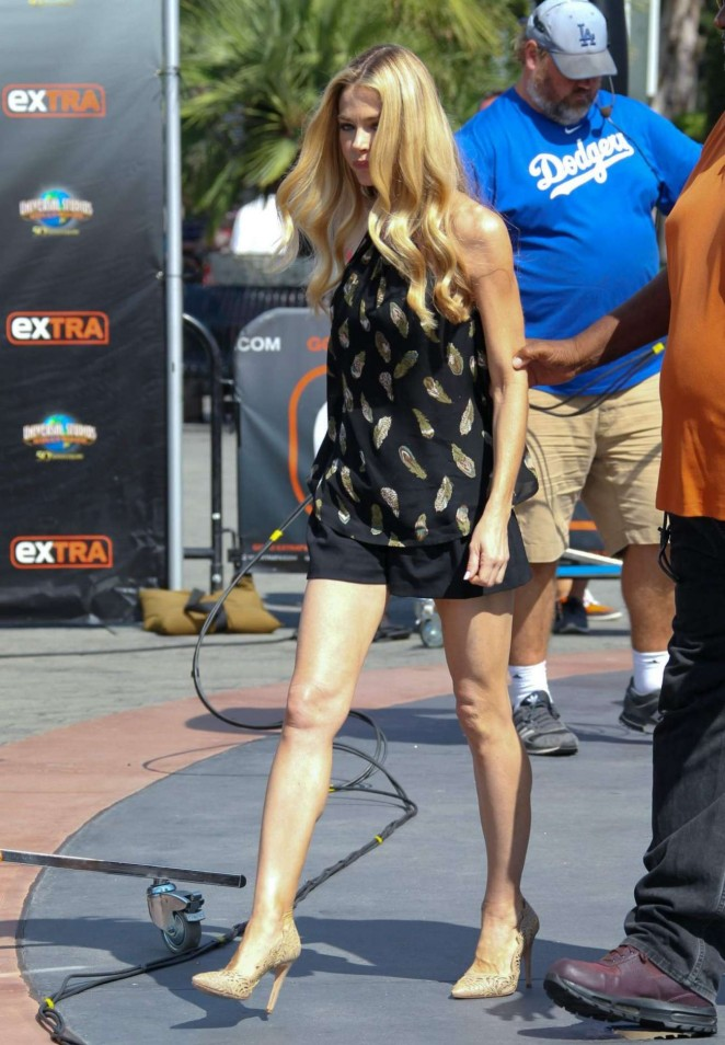 Denise Richards on 'Extra' set in LA