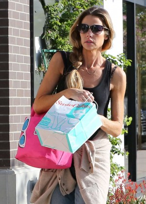 Denise Richards Shopping in Malibu