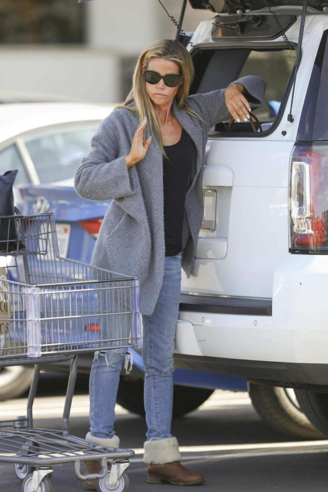 Denise Richards - Spotted at Bristol Farms in Woodland Hills