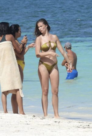 Desirée Cordero - Seen with her actress friend Mirtha Michelle in Cancun