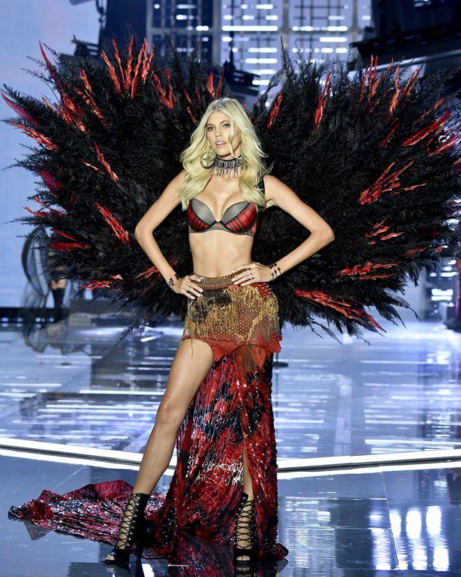 Devon Windsor – 2017 Victoria's Secret Fashion Show Runway in Shanghai