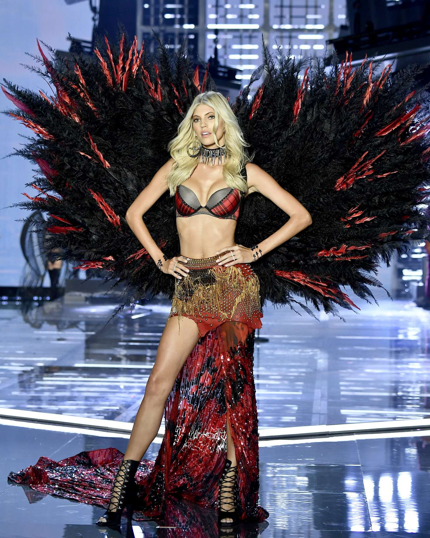 Devon Windsor - 2017 Victoria's Secret Fashion Show Runway in Shanghai