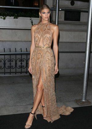 Devon Windsor - Arrives at Harper's Bazaar ICONS Party in New York