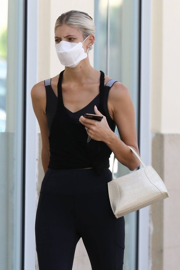 Devon Windsor - Arrives at Pilates Class in Miami