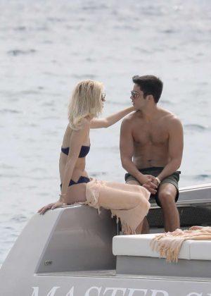 Devon Windsor in Bikini a Boat Ride With Boyfriend in St Barts