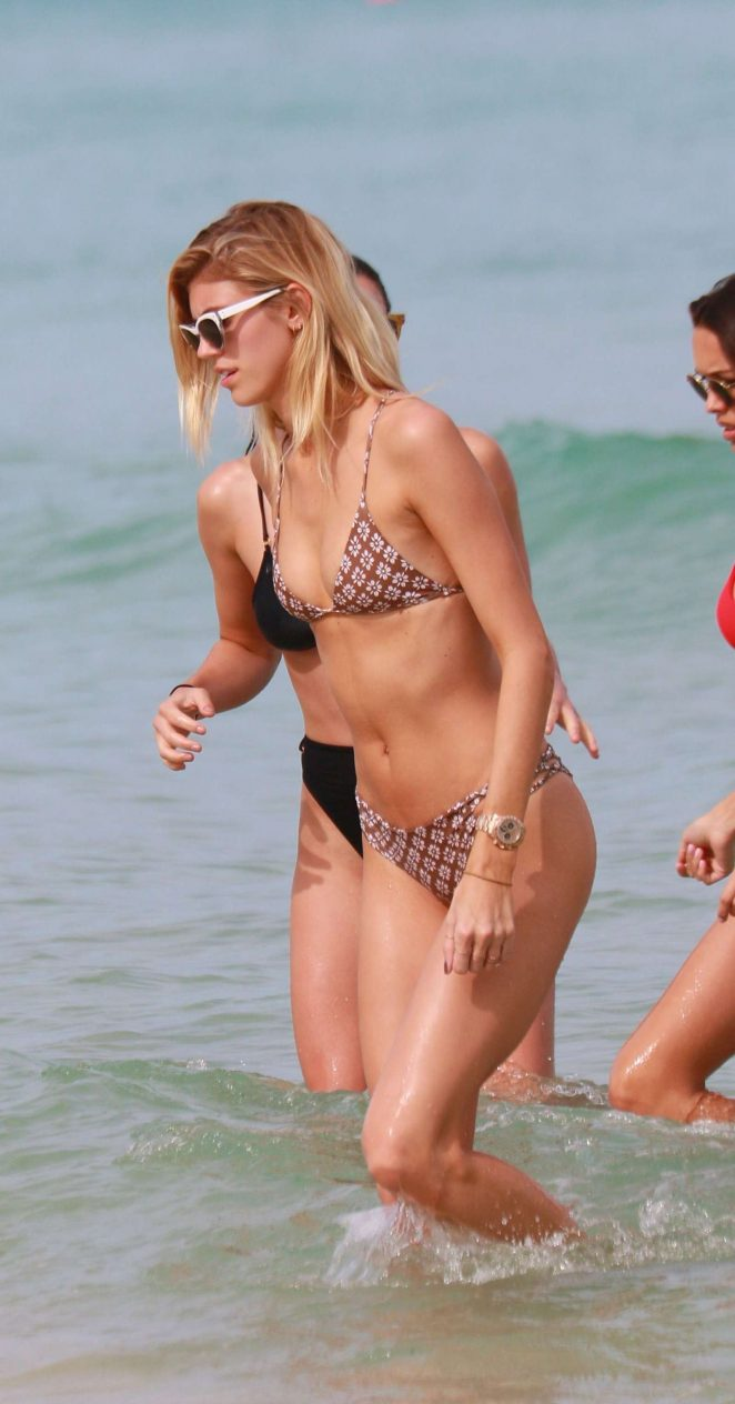 Devon Windsor in Bikini -06