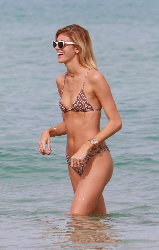 Devon Windsor in Bikini -12