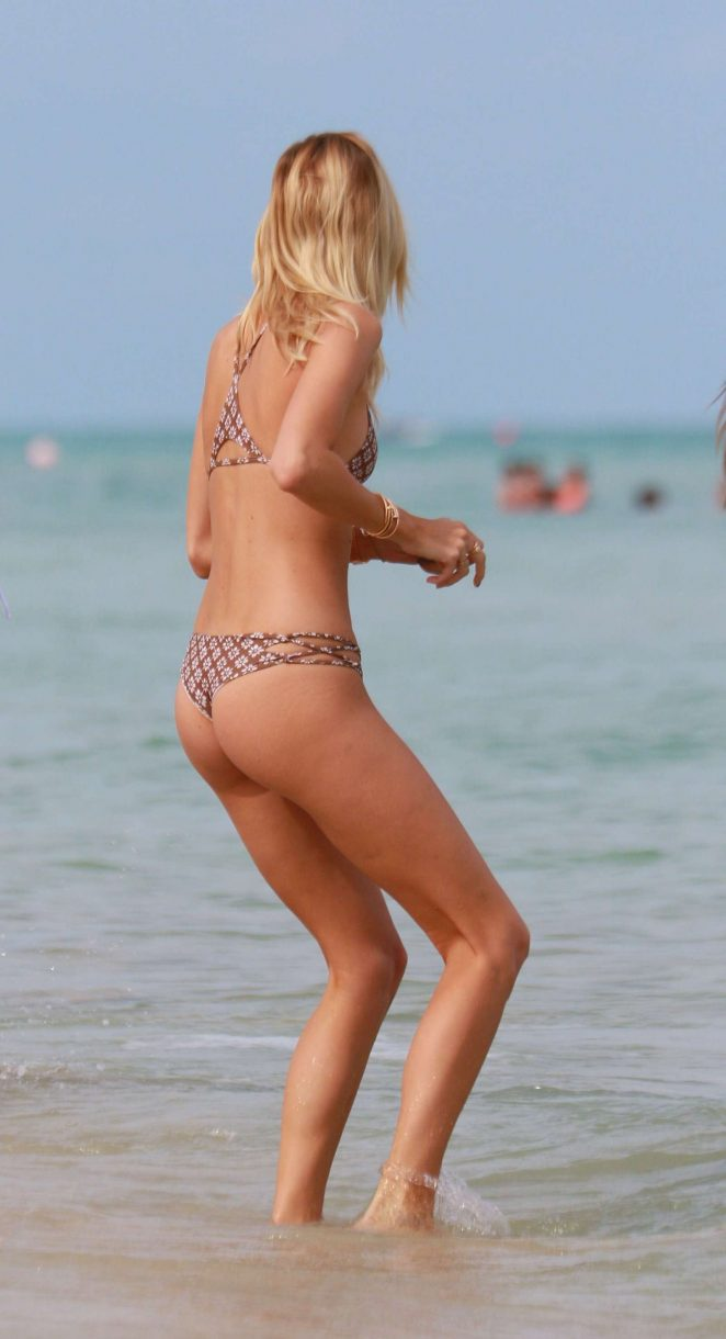 Devon Windsor in Bikini -13