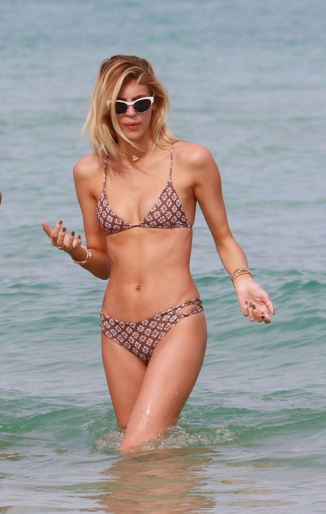 Devon Windsor in Bikini at the beach in Miami