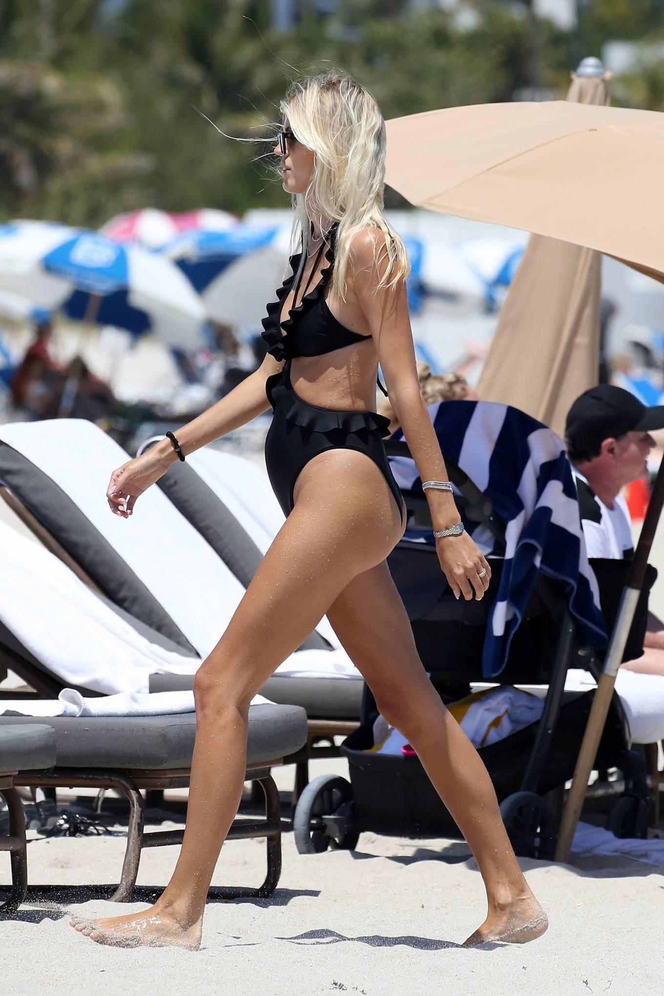 Devon Windsor 2021 : Devon Windsor – In black swimsuit hits the beach in Miami-15