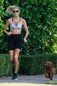 Devon Windsor - Jogging while walking her dog in Miami