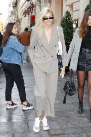 Devon Windsor - Leaving her hotel in Paris