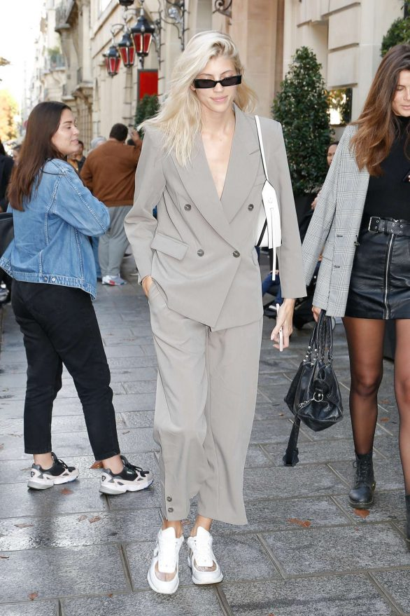 Devon Windsor - Leaving her hotel in Paris