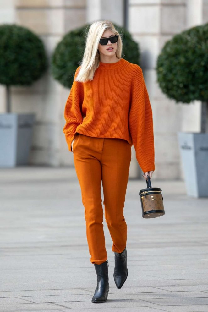 Devon Windsor – Out and about in Paris