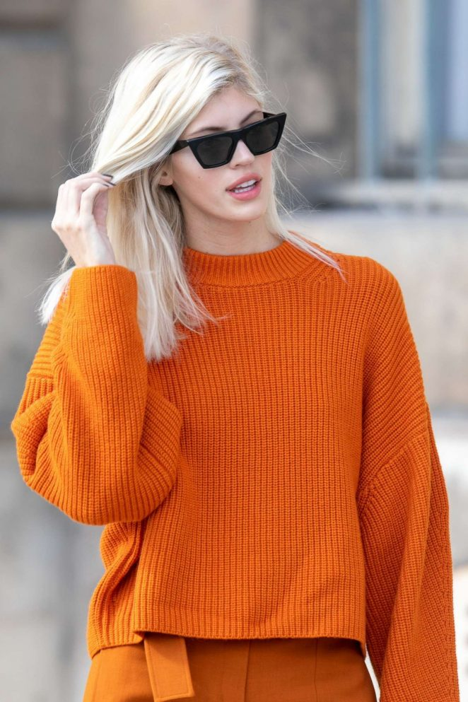 Devon Windsor - Out and about in Paris