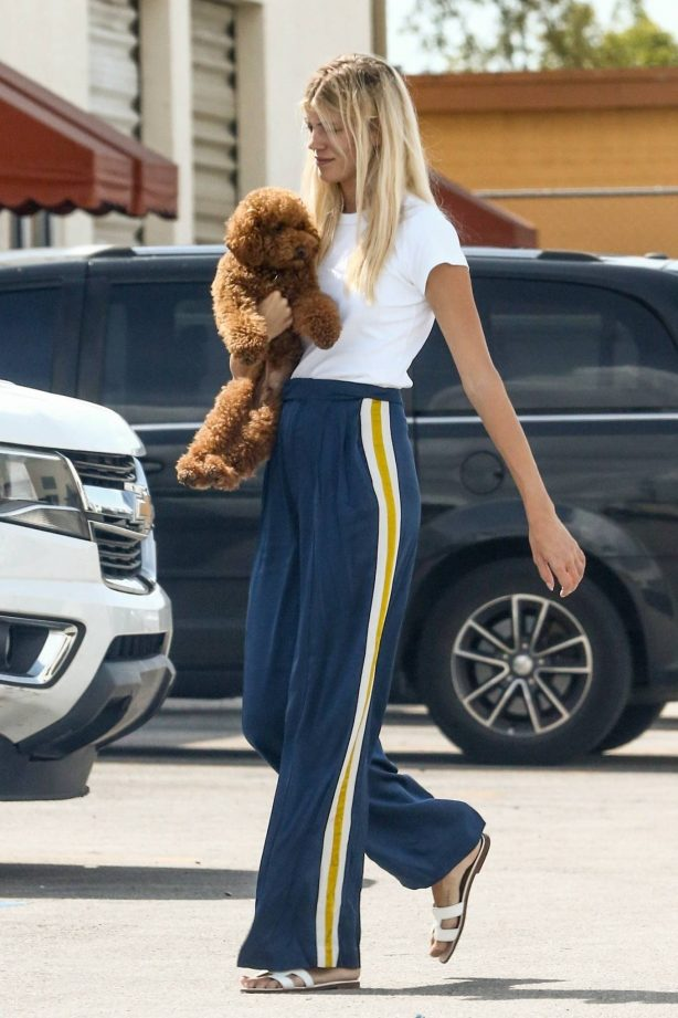 Devon Windsor - Out in Coral Gables