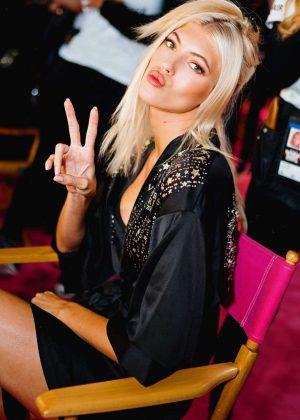 Devon Windsor - Victoria's Secret Fashion Show 2018 Backstage in NY
