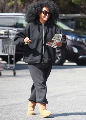 Diana Ross - Shopping at Bristol Farms in Beverly Hills