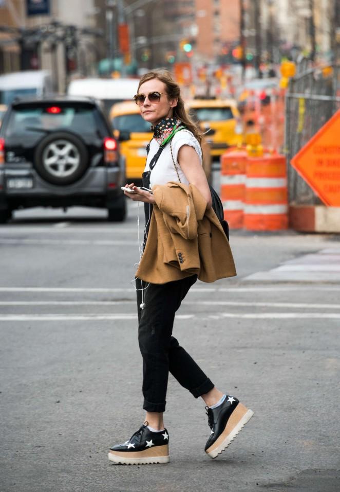 Diane Kruger hails a cab in New York -03