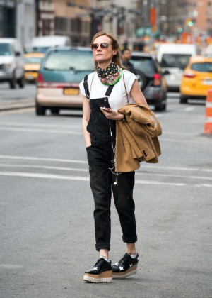 Diane Kruger hails a cab in New York
