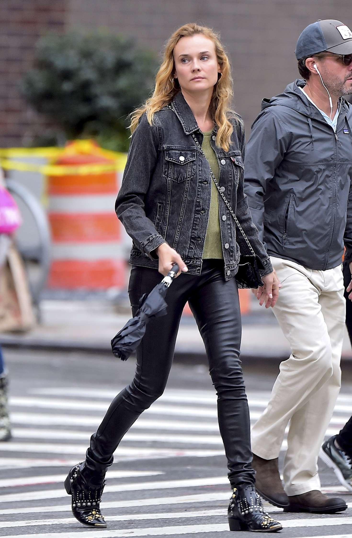 Diane Kruger 2016 : Diane Kruger in black leather pants -04